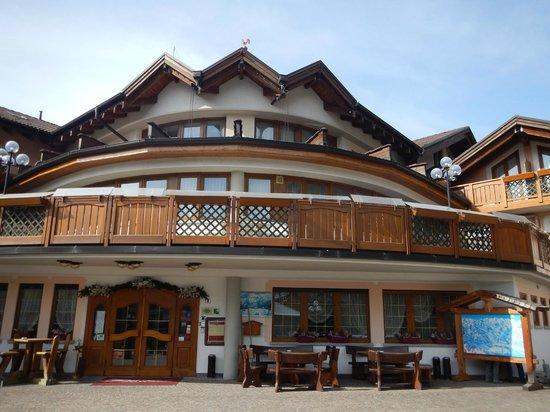 Tevini - Dolomites Charming Hotel: esterno