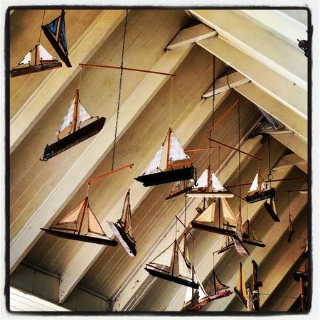 Dunes Beach Restaurant & Bar: Funky boat decor