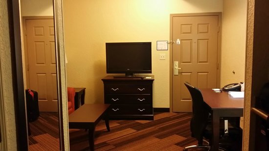 Holiday Inn Express & Suites Lakeland North I-4: Living Area