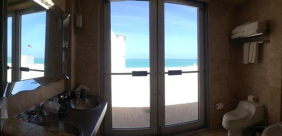 The Raleigh Miami Beach: Ocean view, bathroom