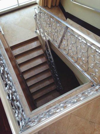 The Raleigh Miami Beach: Staircase to loft