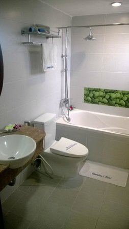 Hanoi Charming 2 Hotel : Bathroom