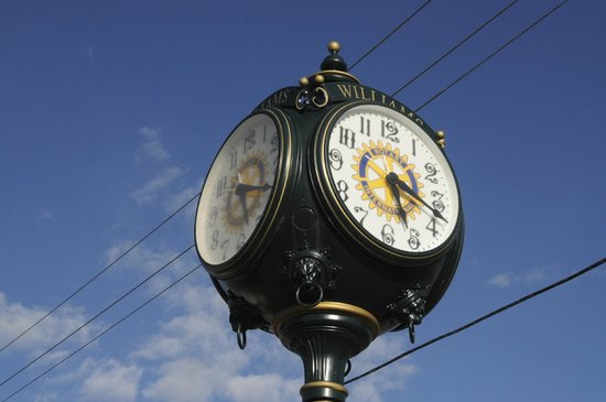Pizza Factory : clock in downtown williams
