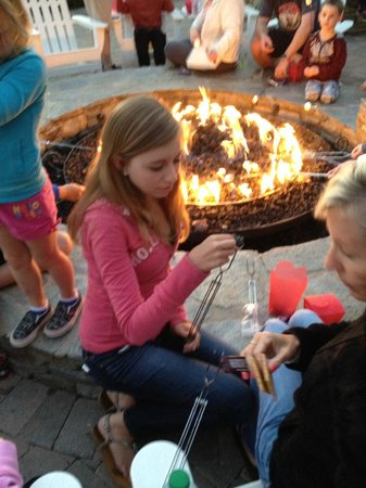 Marriott's Newport Coast Villas : Fire Pit - Smores