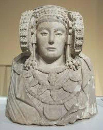 Musee Saint-Raymond - Musee des Antiques de Toulouse : DAME D ELCHE walas.01@hotmail.fr