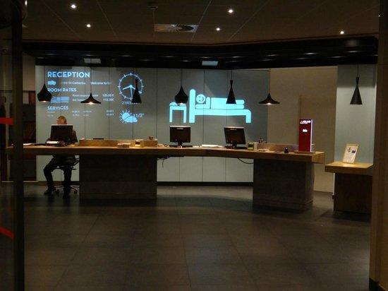 Ibis Brussels City Centre Hotel : recepção moderna