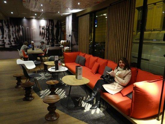 Ibis Brussels Centre Sainte Catherine : ótimo hall e ambiente