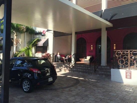 Daddy O Hotel : hotel entrance