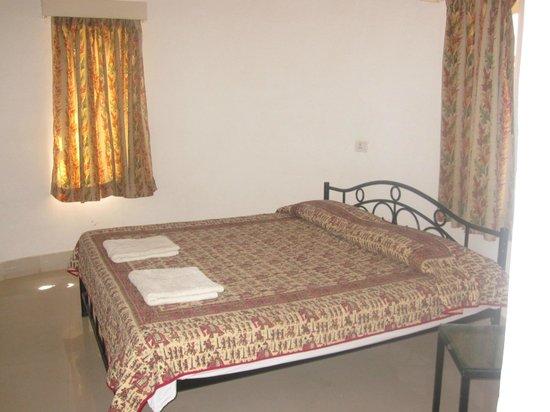 Sam Dhani Hotel : Hut room