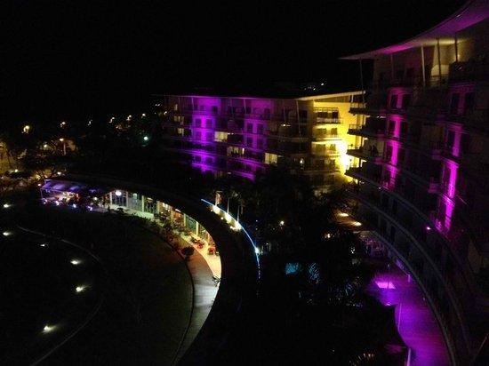 Hilton Noumea La Promenade Residences: Hotel La Promenade éclairée la nuit