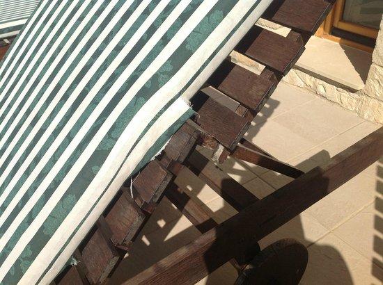 Aphrodite Hills Golf & Spa Resort Residences: poolside furniture falling to bits