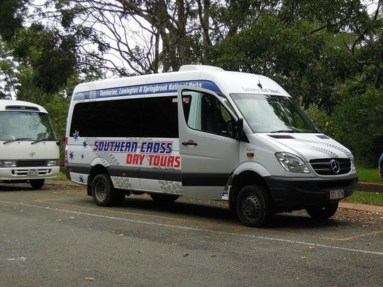 Southern Cross 4WD Tours: Bus