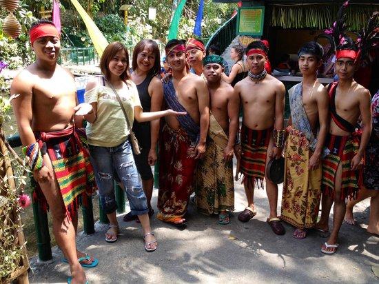 Villa Escudero Resort: cultural dancer