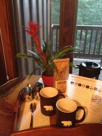 Little Ahwahnee Inn : Café antes del desayuno y previsión meteorológica