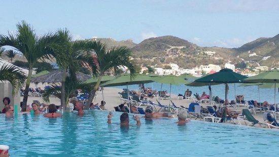 Sonesta Great Bay Beach Resort, Casino & Spa : Pool/Beach area