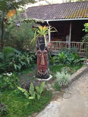 duPlooy's Jungle Lodge: Outside the Dining area