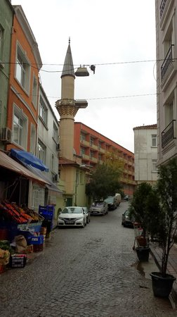 Blue Istanbul Hotel : Mosque outside the hotel