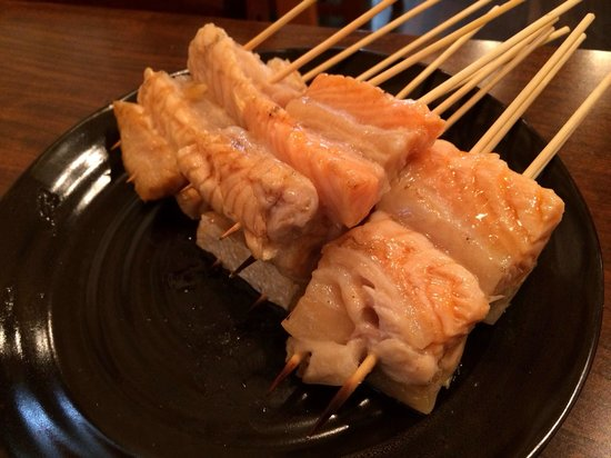 Kaizoku Poseidon: 鮭ハラスの串焼きです、脂がのってて激旨です^_^