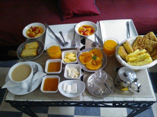 Dar Nakhla Naciria: Desayuno en saloncito.