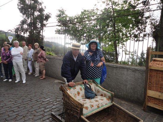 Monte Palace Madeira : Катание на санях-древняя традиция