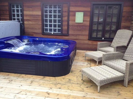 Lusty Beg Island : Outdoor Jacuzzi