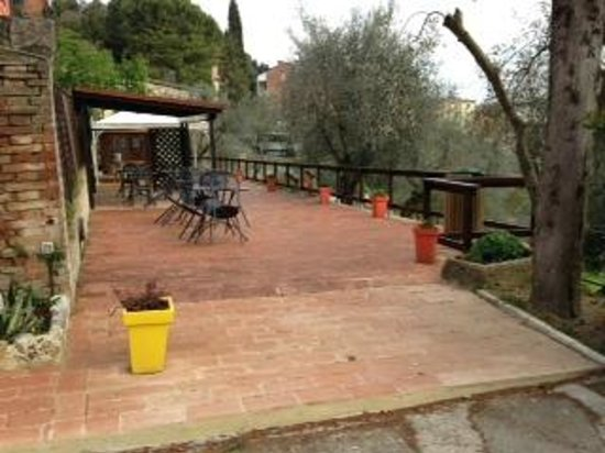 Porta Romana Hotel : Lovely terrace that looks over the view from above.