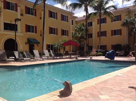Hawthorn Suites by Wyndham Naples: Pool at Hawthorn Suites