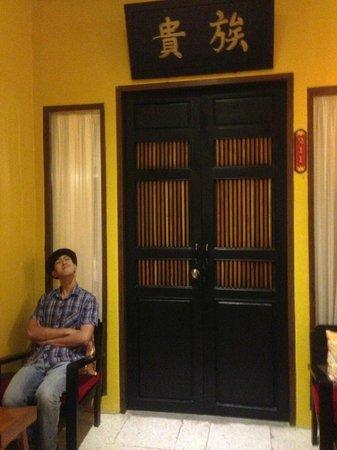 Shanghai Mansion Bangkok: Door of room