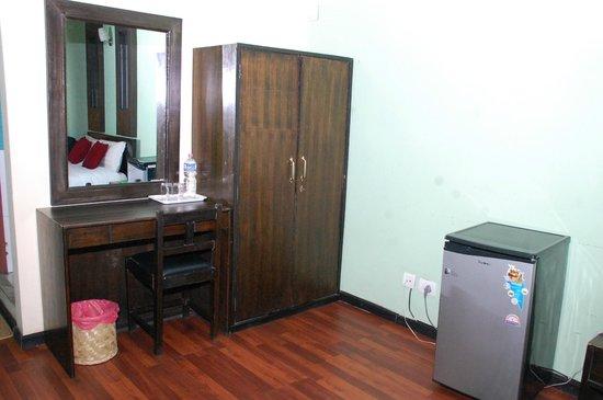 Hotel Family Home : Writing desk