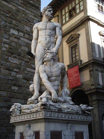 Piazza della Signoria : Estátua de Ercole e Caco, trabalho de Bandinelli realizado em 1534