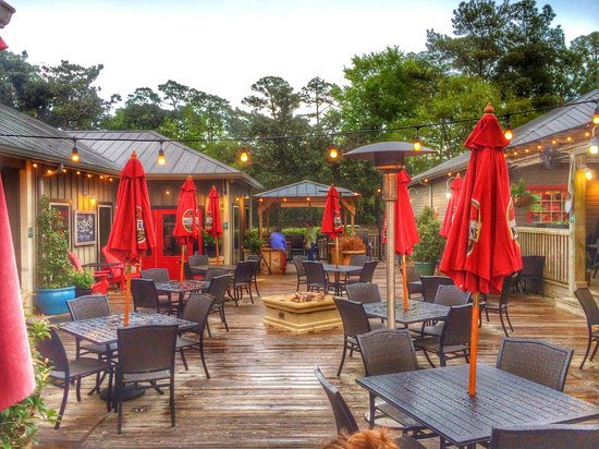 Cosmo's Restaurant & Bar: Outdoor Seating