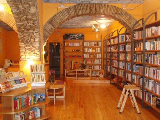 Bookshop Libreria Dharma