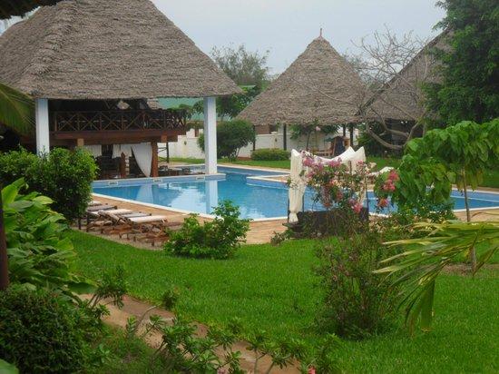Karafuu Beach Resort and Spa: vue chambre