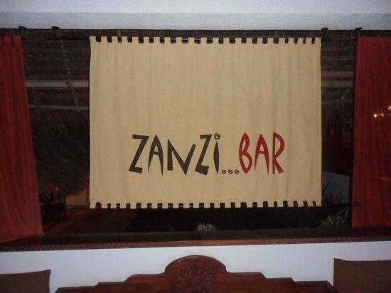 Karafuu Beach Resort and Spa: bar