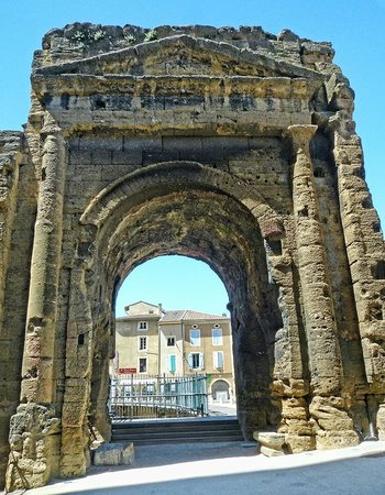 Théâtre Antique d'Orange : Roman archway leading into the theater in Orange, France.
