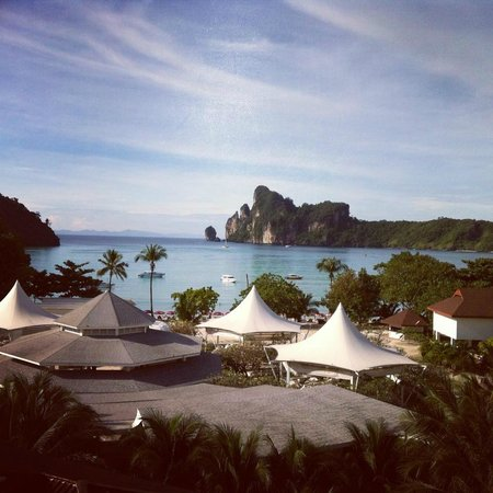 Phi Phi Hotel : Beautiful view from balcony.