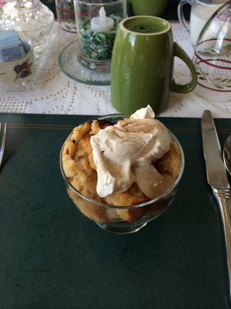 Killahevlin : Starter of Pear and Apple Crumble with Cream