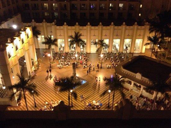 Hotel Riu Vallarta: View from balcony at night