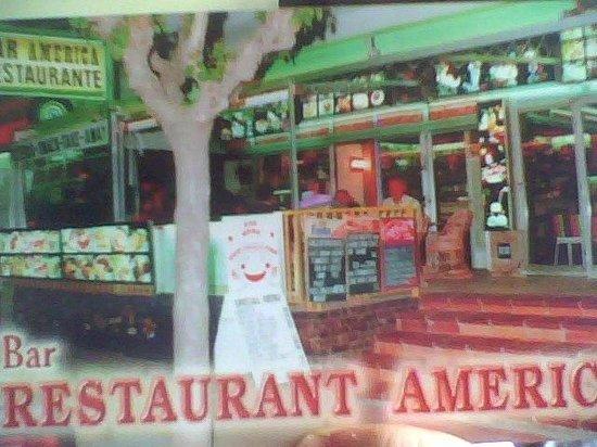 Restaurant America : The Restaurant before the amazing refurbishment.