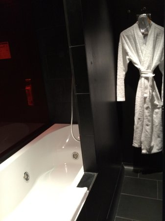 Axel Hotel Berlin : Bath / Toilet