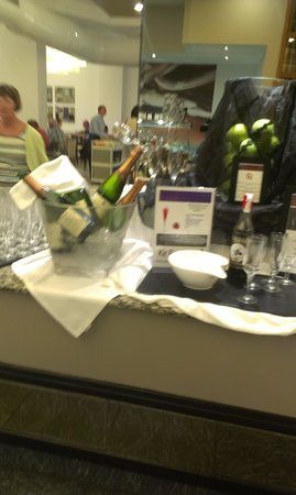 H10 Las Palmeras: champagne with breakfast!