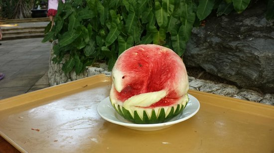 Padma Resort Legian : Watermelon art