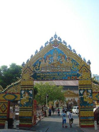 Dharmikarama Burmese Temple: grand entrance
