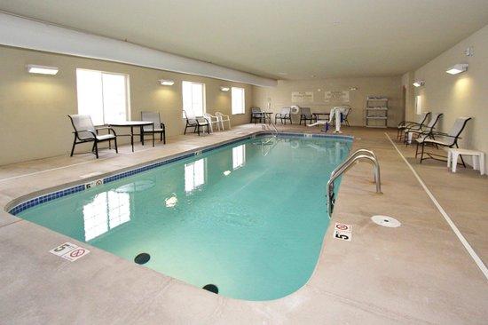 Cobblestone Hotel & Suites : Pool