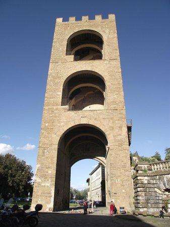 Torre di San Niccolo: Vista lateral da Torre di San Niccolò.