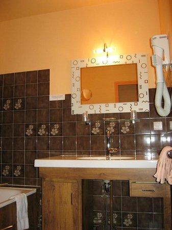 Auv'Hôtel : SALLE DE BAIN MAUURIAC CANTAL