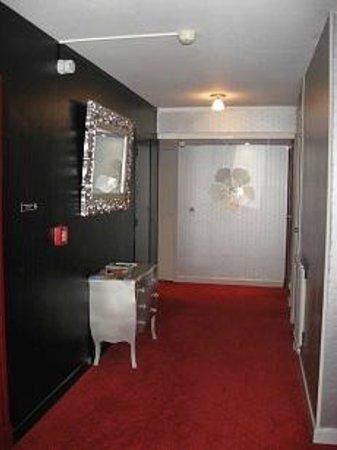 couloir hotel Auv'Hôtel Mauriac