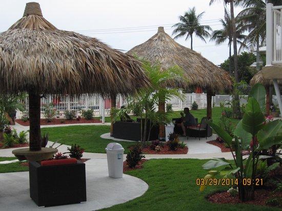 Budget Inn Ocean Resort: Tiki Huts