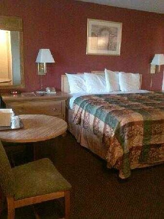 Northwood Inn and Suites : Comfortable bed