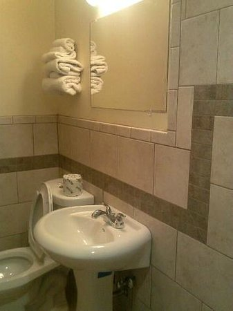 Northwood Inn and Suites: Bathroom